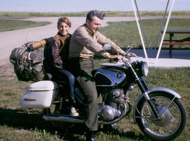 pirsig-with-chris-1968_custom-1dfd21fa4918cd9508463228a8dd69566ee06eb0-s800-c85