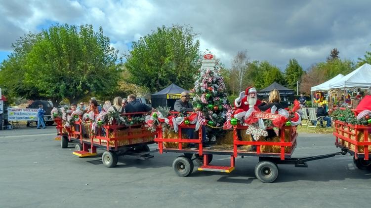Bates Nut Farm Santa is Coming-2-blog.jpg