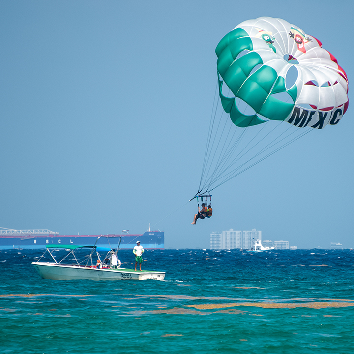 Chase & James Parasail-72